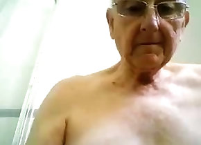 Amateur (Gay);Daddies (Gay);Masturbation (Gay) grandpa shower