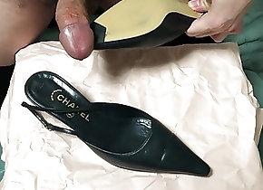 Cum Tribute (Gay);Masturbation (Gay);HD Videos Cum in her shoes...