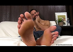 hairy,solo,fetish,softcore,gay,foot,feet,hunk,gay Jet lays on the...