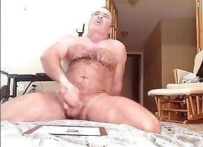 Men (Gay);Bears (Gay);Masturbation (Gay);HD Gays;Sexy sexy bear gets...