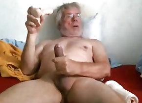 Amateur (Gay);Daddies (Gay);Masturbation (Gay) grandpa stroke on...