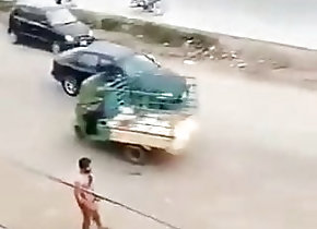Masturbation (Gay) en la moto desnudo
